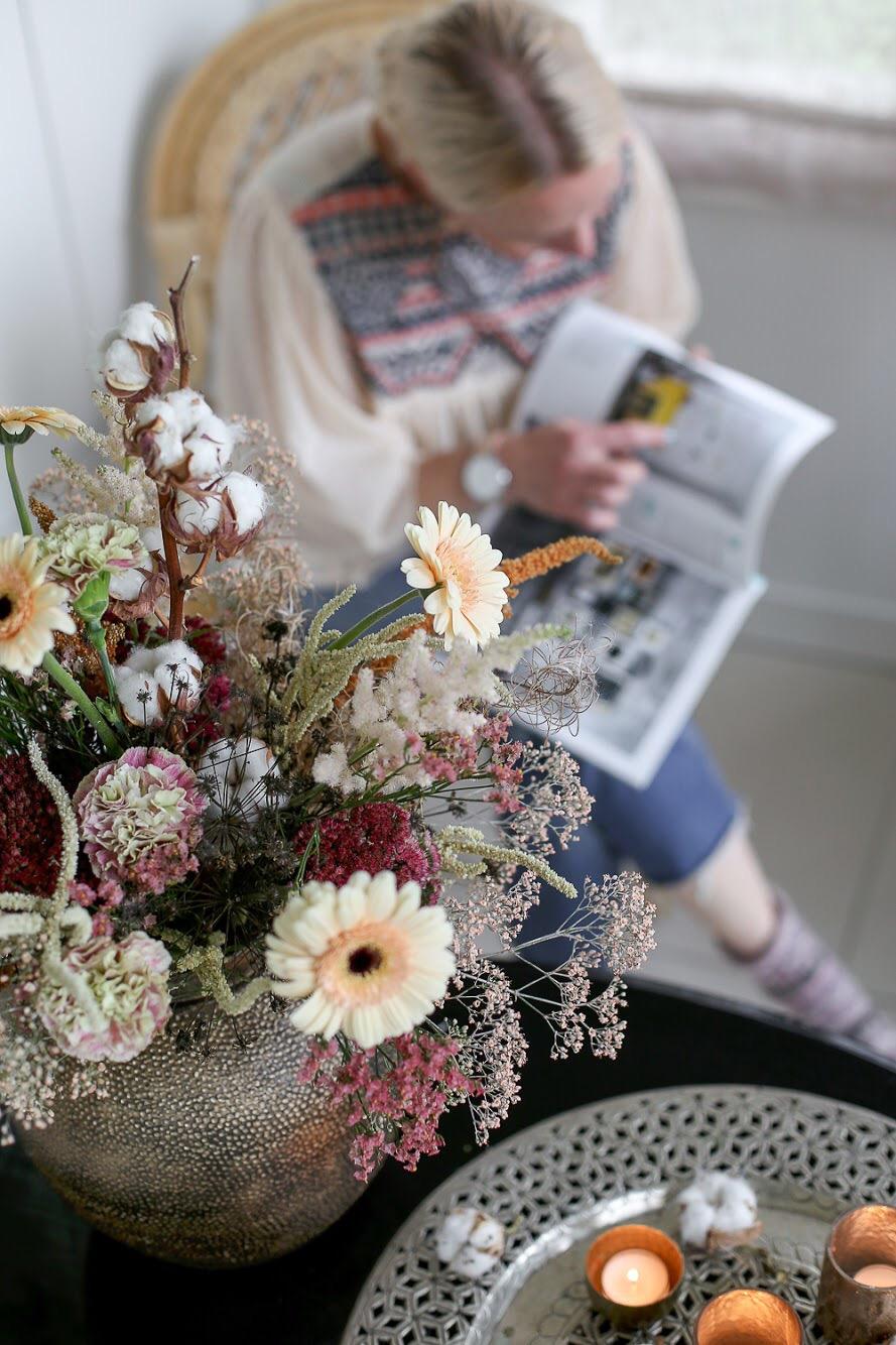 Hyggekimppu on pehmeä ja lämpimän sävyinen kukkakimppu Kotoiluun. Järvenpään kukkatalo ja Saija sitolahti