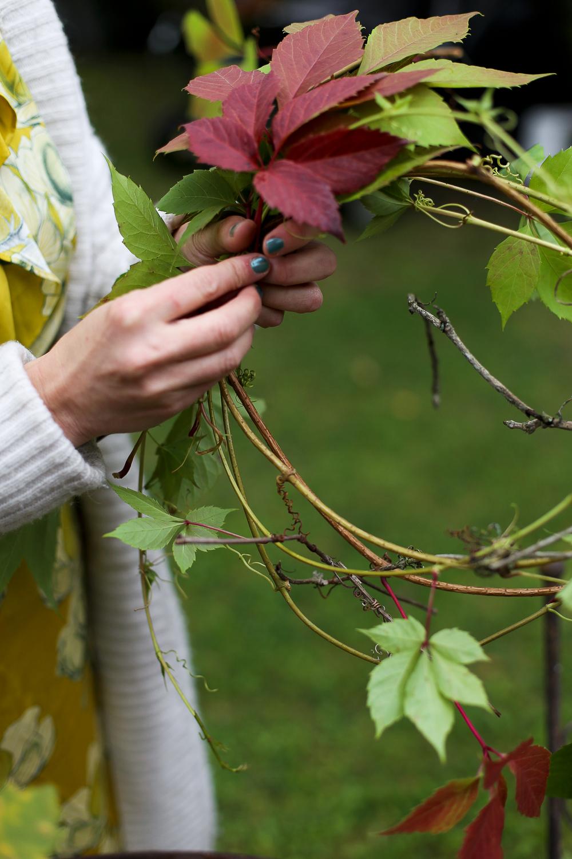 kranssin tekeminen kukkakurssi sidontakurssi kukkakoulu syystyöt puutarhassa järvenpään kukkakauppa