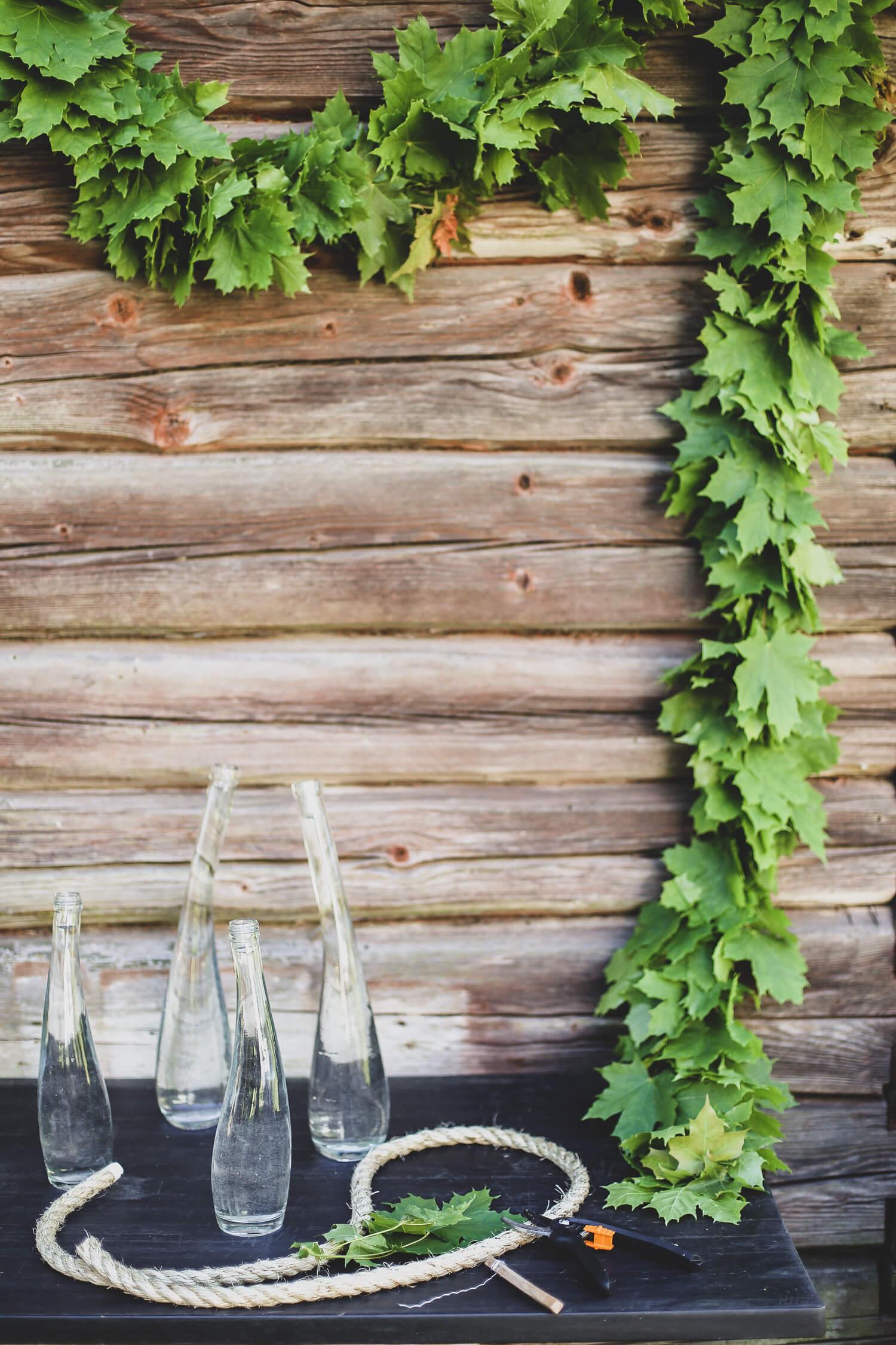 """juhannuksena voi tehdä """"juhannusvaahteraköynnöksen"""" pöytään tai seinälle"""