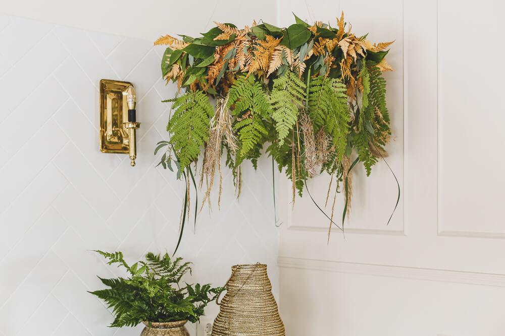 Keittiön ja kodin koristeeksi voi kukkasidontakurssilla tehdä heinämobilen eli roikkuvan koristeen.