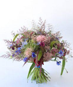 Kukkakimppu luonnonheinistä