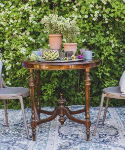 Ruskea pöytä